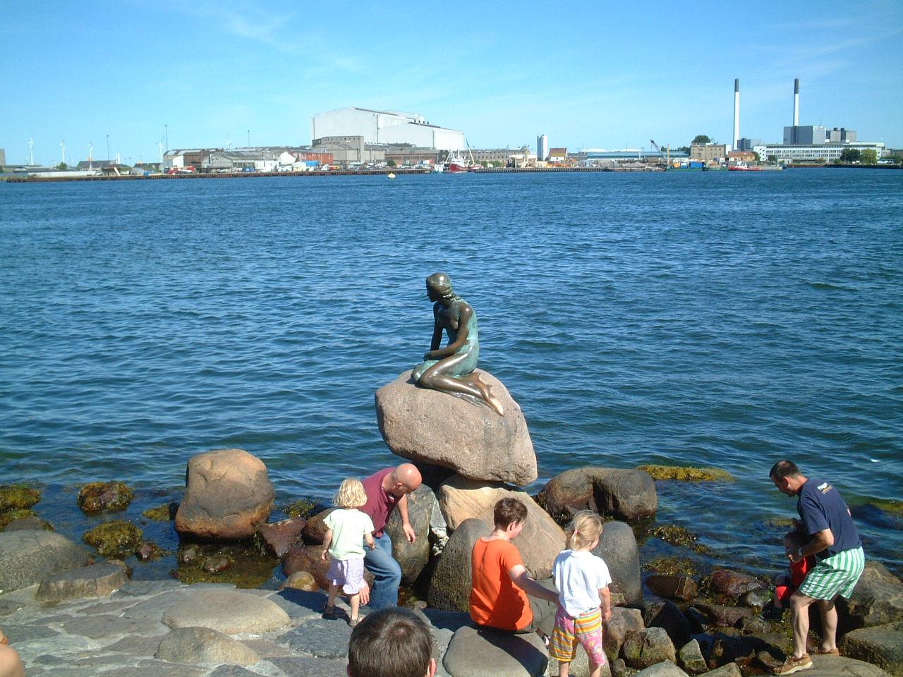弾丸ツアーも訪れたコペンハーゲンの人魚姫像